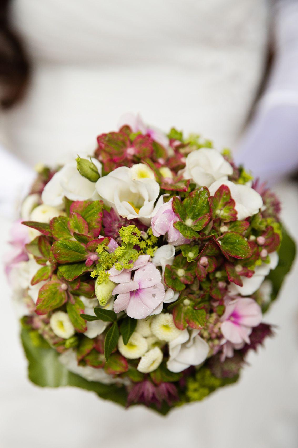 weddingbouquets brautstrauss rosa gr n weiss creme hochzeitsplaner weddingplanner. Black Bedroom Furniture Sets. Home Design Ideas