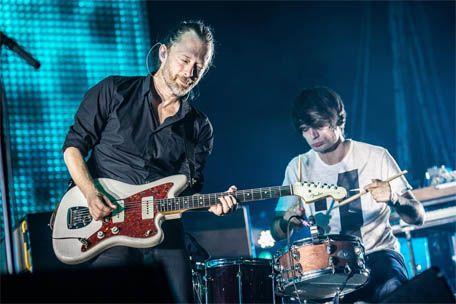 #Radiohead dévoile son nouveau single! Découvrez 'Burn The Witch' sans plus attendre. http://ow.ly/4nnCwf