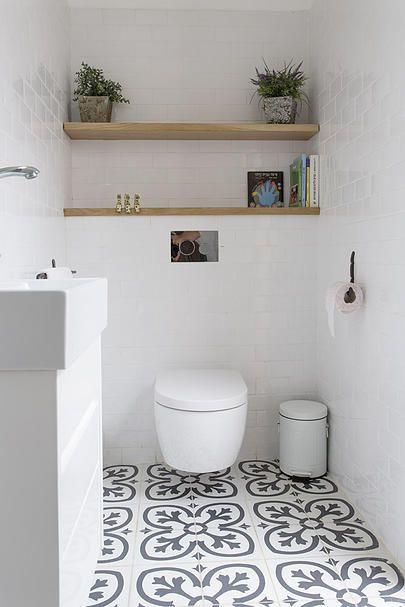 Toilet wit met speciale vloer