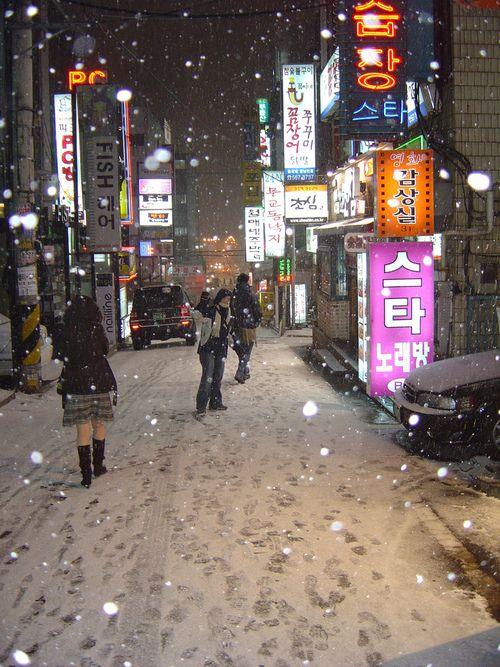 seoul in winter looks like hongdae maybe korea my. Black Bedroom Furniture Sets. Home Design Ideas