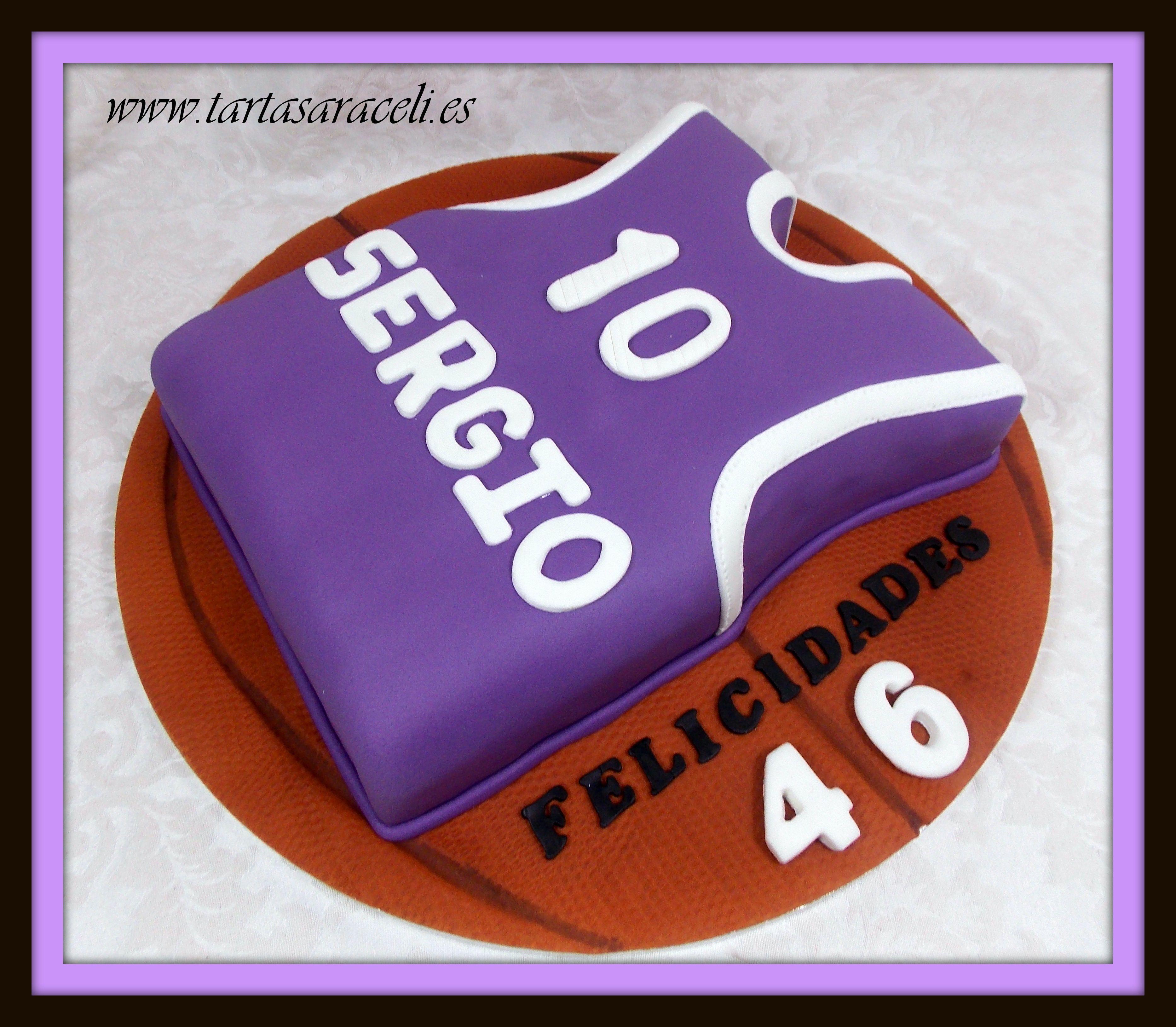 Sergio quería recordar su época de jugador de basket, y el color de su equipaje.#camisetabasket #equipajepersonalizado #tartabasket