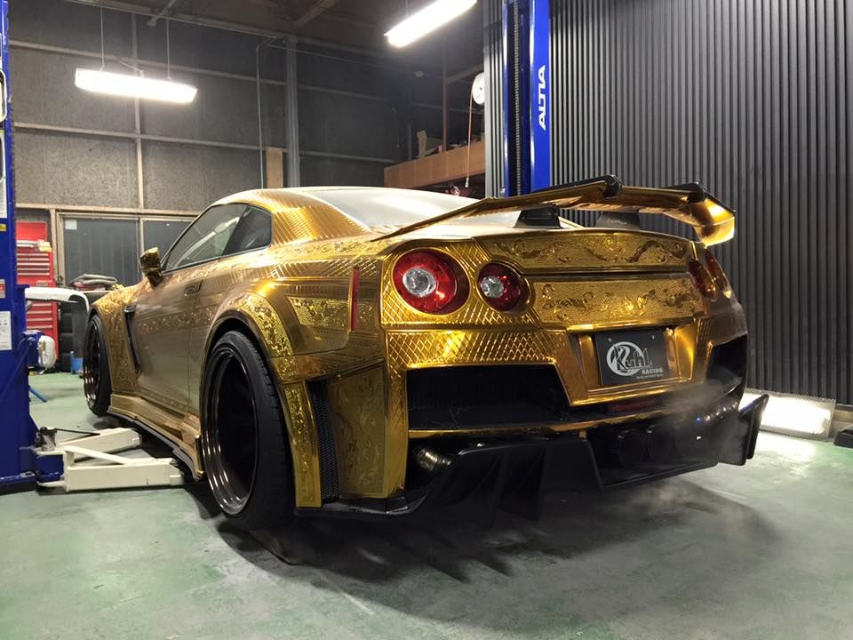 Nissan R35 GT-R Kuhl reptilian gold oro