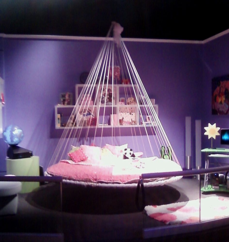 Child 39 s room with floating bed at walt disney world cool for Suspended beds for kids