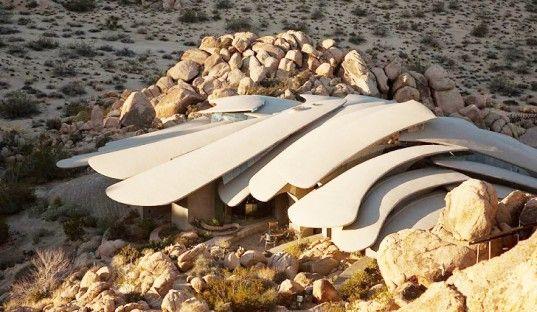 Stunning desert abode fit for a james bond villain desert landscaping ideas homes design decor pinterest deserts architecture and architecture