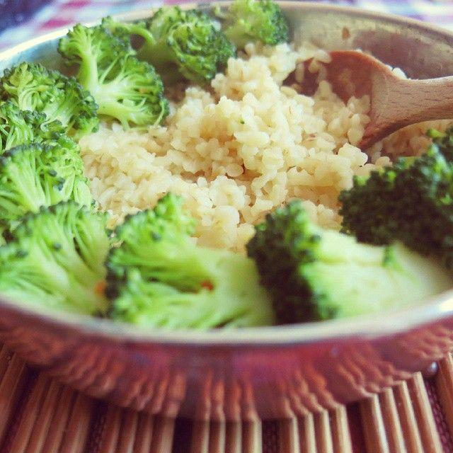 Bevor es auf die Uni ging gabs bei Swanni dann noch ein schnelles Gericht aus Brokkoli und Bulgur.