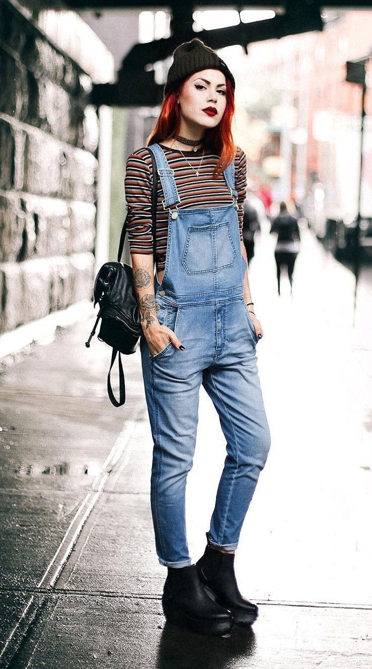 38 Street Style Grunge Looks To Wear Right Now Grunge Denim Overalls And Black Shoes