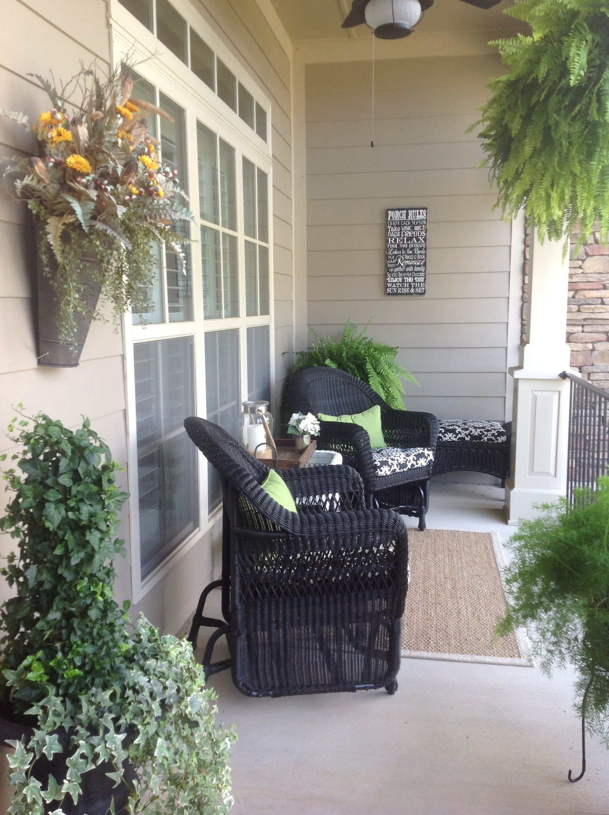 Makes Paint Fromt Porch Wicker Black
