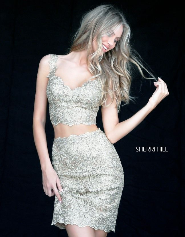 This short party dress crafted in metallic embroidered-lace applique  radiates with movement. <Shining light, you will be the most dazzling  presence on the ...