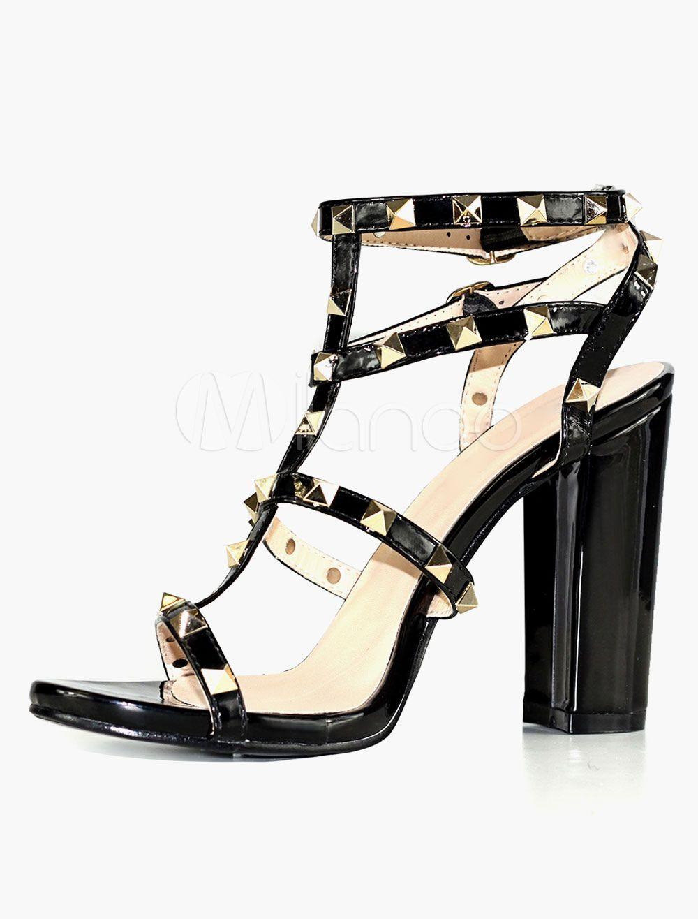 Sandali neri con tacchi alti e ribattini per donne