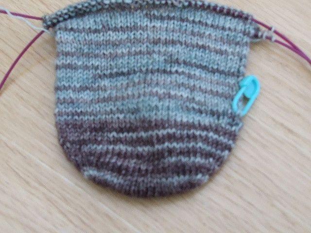 Knitting Socks Tutorial : Seam free rounded toe up sock tutorial knitting