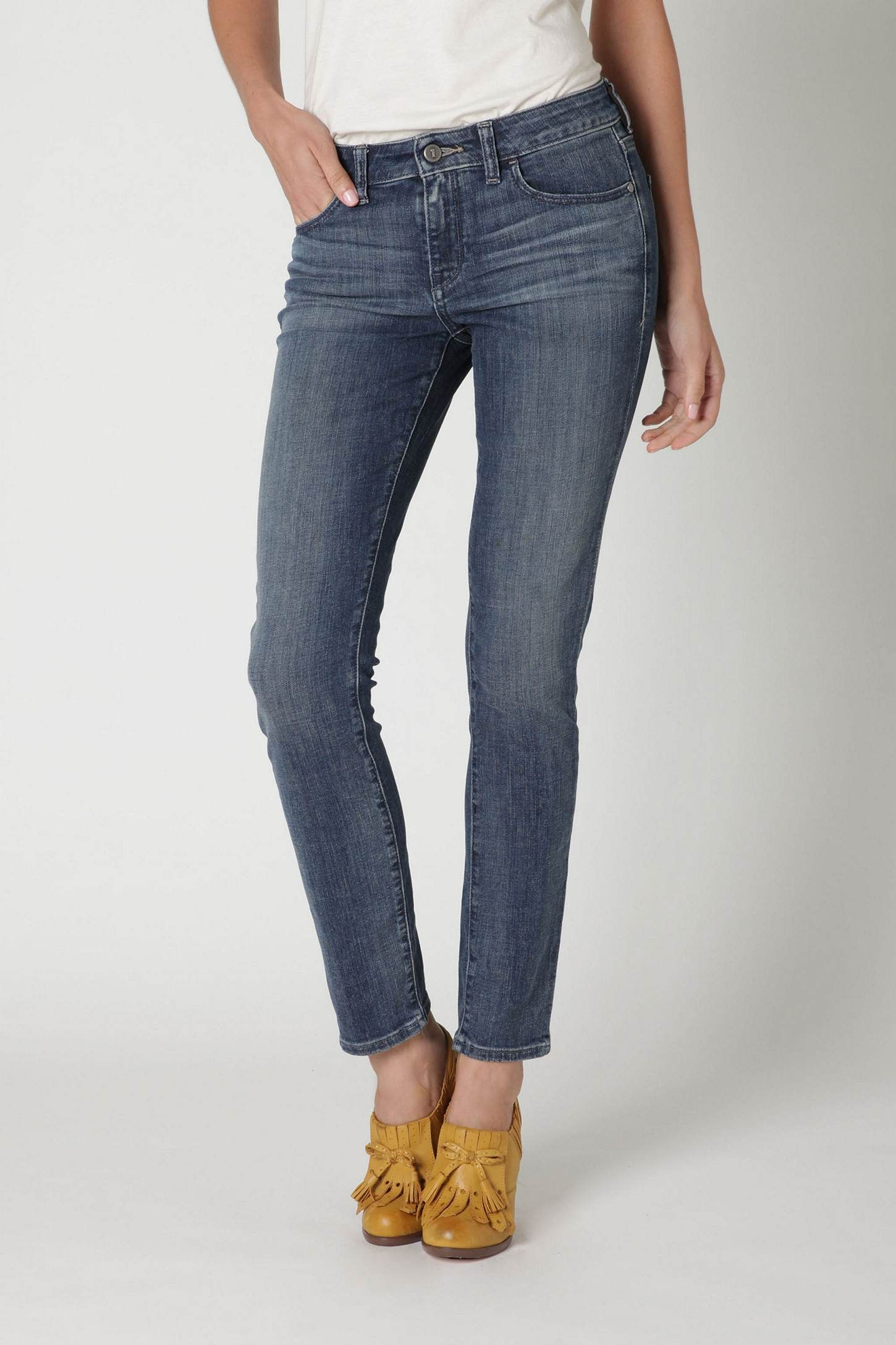 New jeans - these are amazing. A bit of stretch, a high enough rise, a shorter inseam...everyday jeans.