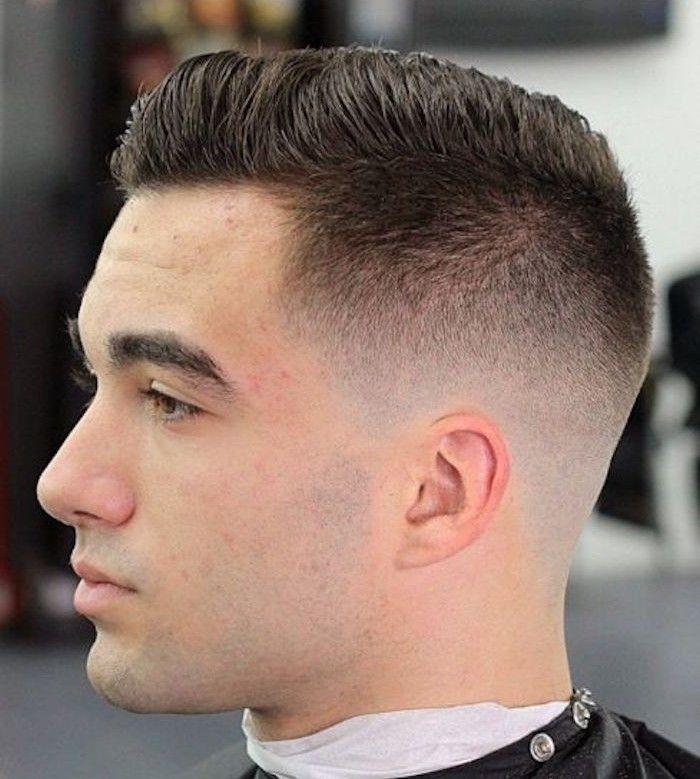 Taglio di capelli ciuffo maschile