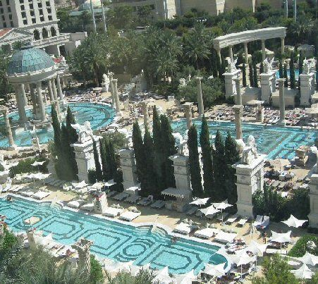 Caesars palace las vegas pool caesars palace las vegas for Caesars swimming pool
