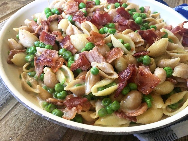 One Pot Alfredo Pasta With Bacon Peas Daily Dose Of Pepper
