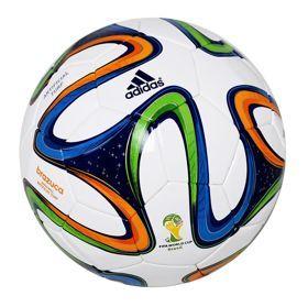 Piłka nożna adidas Brazuca Turf 5 FIFA artificial G73642. Piłka z najnowszej kolekcji Adidas przygotowanej na MŚ w Brazylii. Skontrolowana przez FIFA testami na obwód, wagę, odbijanie i wchłanianie wody. #pilkanozna #pilkameczowa #sportydruzynowe