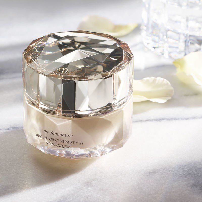 The World S Most Expensive Foundation Is 250 Here S What Happened When I Tried It Cle De Peau Cle De Peau Beaute Cle De Peau Foundation