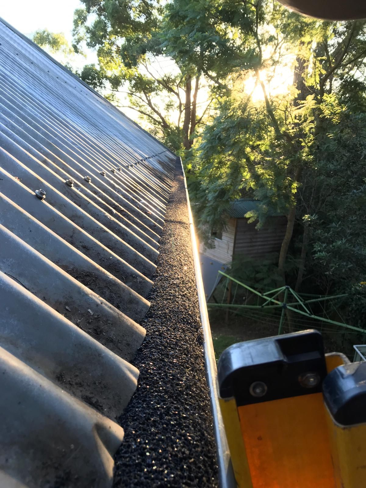 With The 20 Plus Years Of Experience That Spotless Gutter Cleaning Have In This Industry We Have What It Ta Cleaning Gutters Overflowing Gutters Gutter Repair