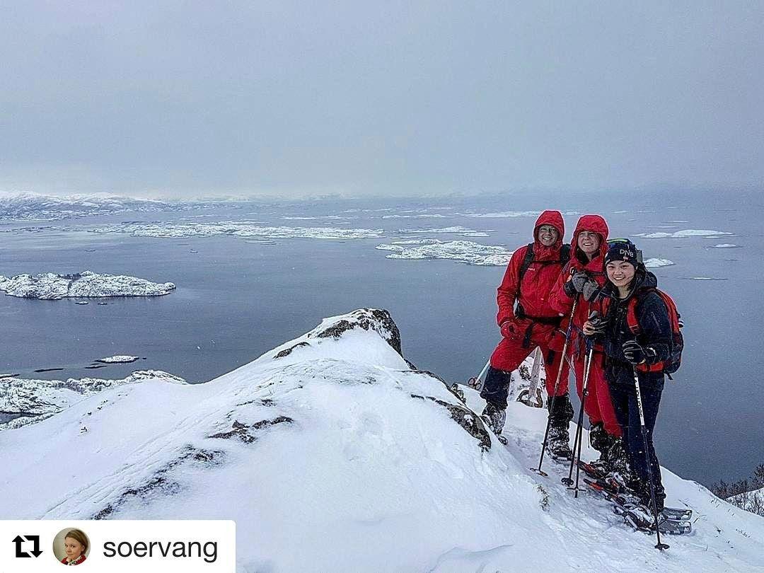 Toppen av lykke. #reiseliv #reisetips #reiseblogger #reiseråd  #Repost @soervang with @repostapp  Lofoten turlag e i gang mæ turan sine. #lofotenturlag #dnt #turistforeningen #opptur_norge #pocket_norway #ig_nordnorge #fjelltid #fjelljenter  #wu_norway #norwegian_landscapes #norgesbeste #mittnordnorge