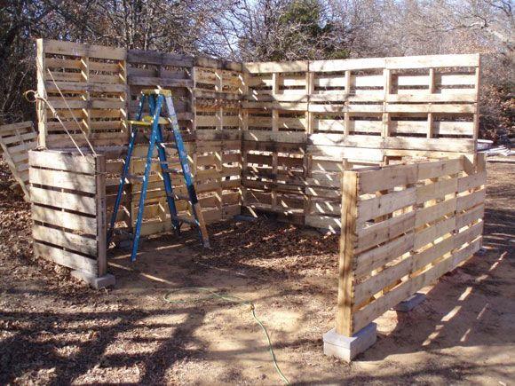 How to build a pallet shed palette barri re et poulaillers - Barriere en palette ...