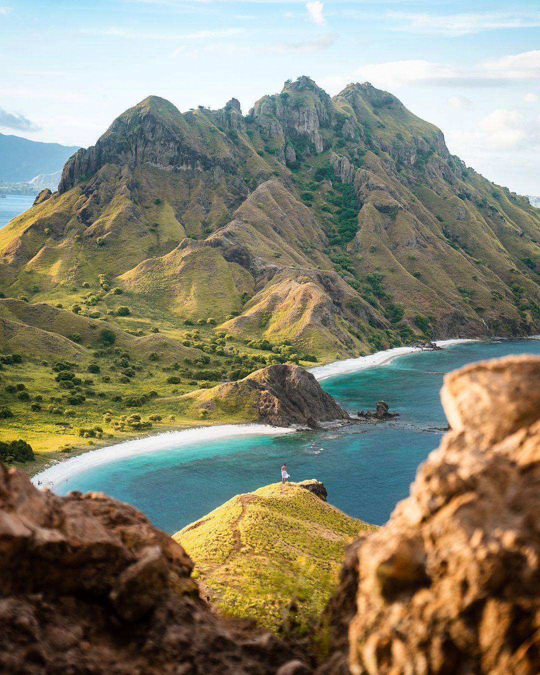 Flores Sea, Indonesia. 🇮🇩 in 2020 Komodo national park