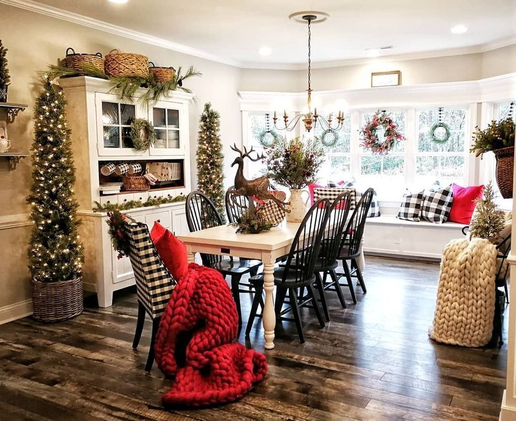 20+ Minimalist Farmhouse Christmas Decor On A Budget images