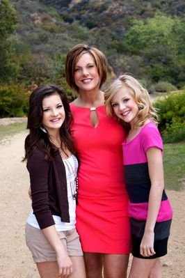 Dance Mom Kelly With Daughters Brooke And Paige Dance Moms