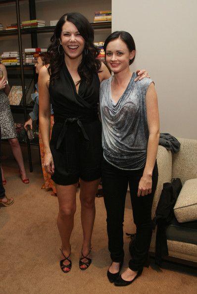 Lauren Graham and Alexis Bledel #gilmoregirls