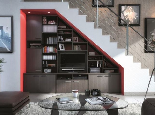 television sous escalier id es d co am nagement. Black Bedroom Furniture Sets. Home Design Ideas