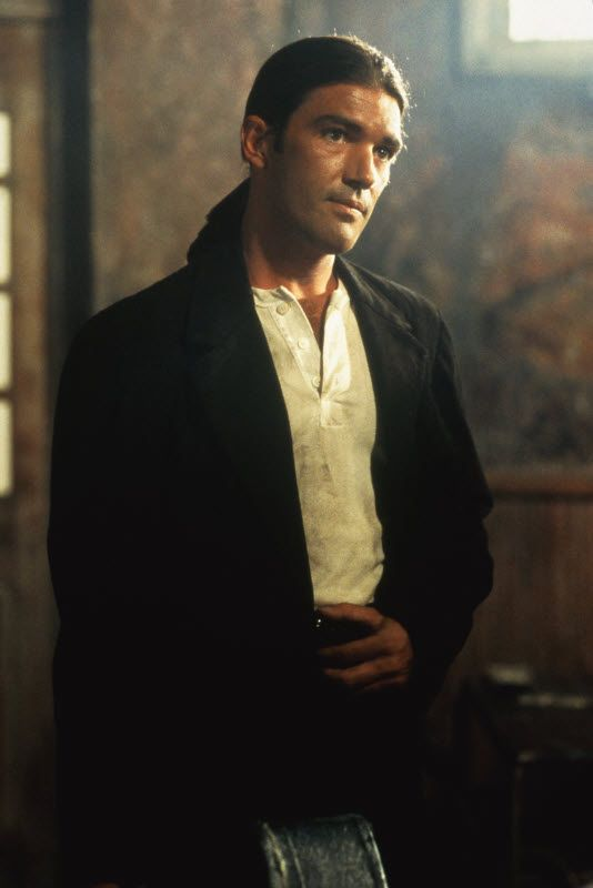 Antonio Banderas In Desperado 1995 Long Hair Styles Men Celebrities Male Long Hair Styles