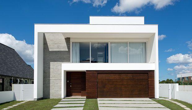 Casa minimalista elimina parede entre sala e piscina for Sala casa minimalista