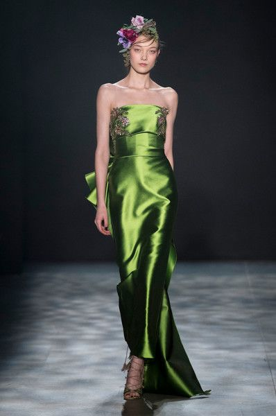 Marchesa at New York Fashion Week Fall 2017   Festliche kleider ...
