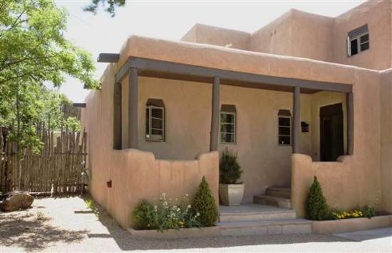 Casa De Las Golondrinas Casas De Santa Fe Vacation Rentals In Santa Fe New Mexico Casas De Adobe Casas Casas Ecologicas