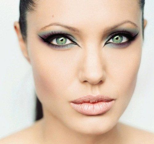 Oh Angelina always so beautiful, love the cat eyes!