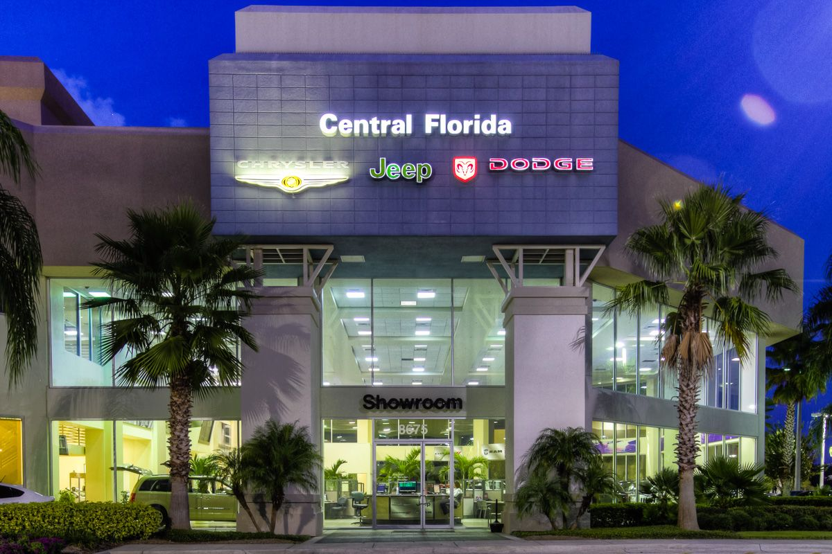 It S Not Hard To Find The Entrance To Central Florida Chrysler