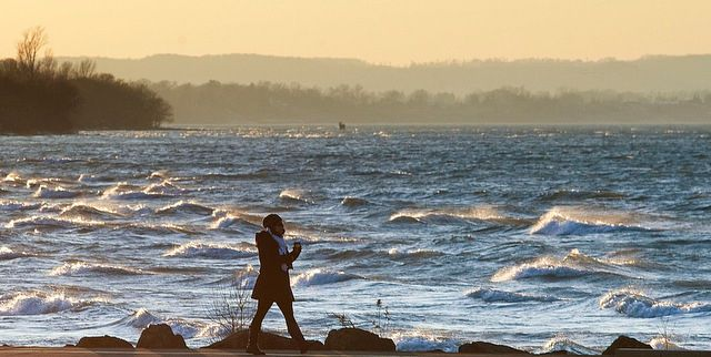 Residents enjoy the scenery as the sun begins to set and wave crash in Pt Dalhousie. Temperatures are expected to rise through the weekend to the low teens.. Jan 8 2013. Bob Tymczyszyn/St. Catharines Standard/QMI AGENCY
