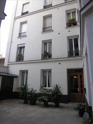 Bel appartement meublé de 40 m² au rez-de-chaussée d\u0027un immeuble en