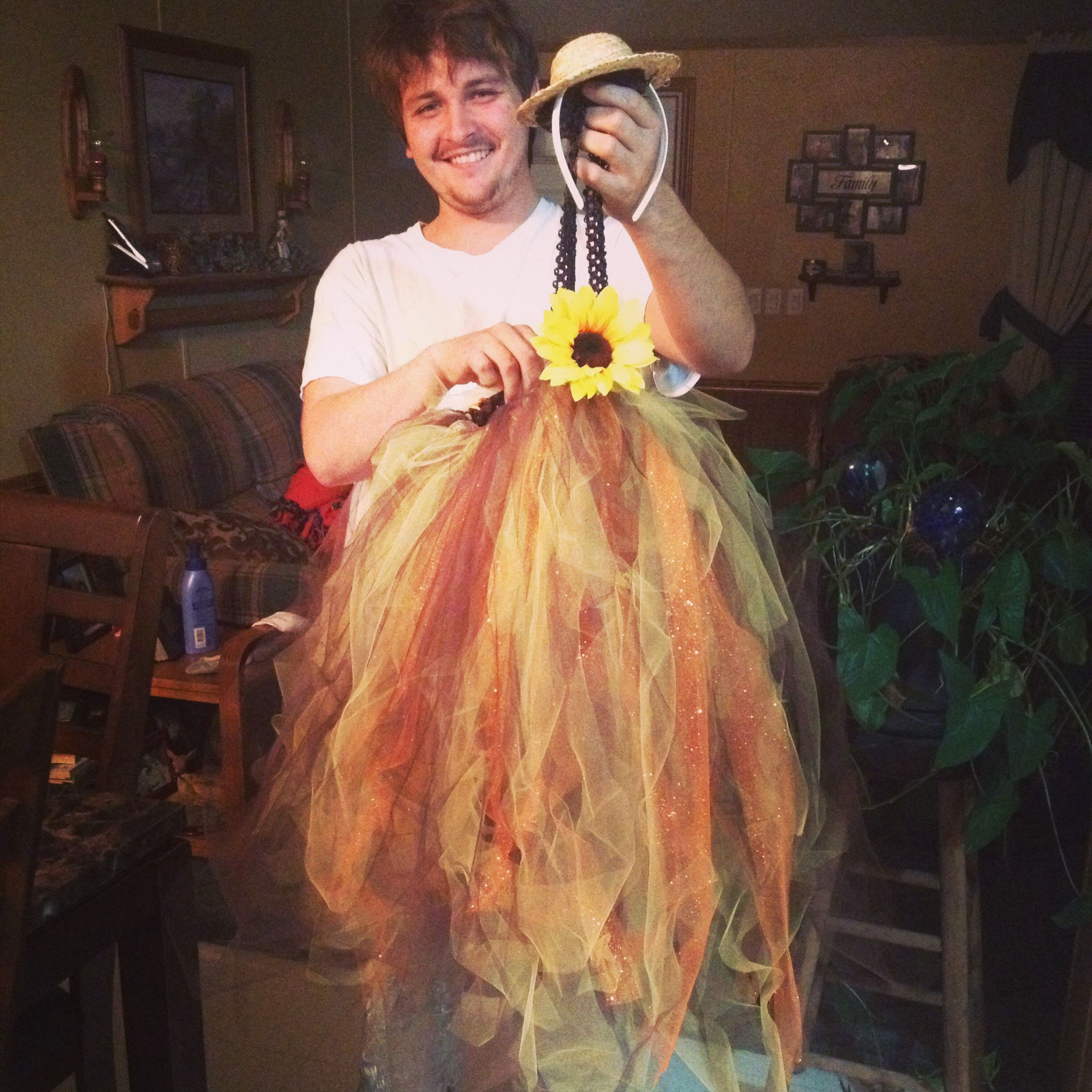 DIY Scarecrow costume!! Wizard of OZ!! The wizard of Ed