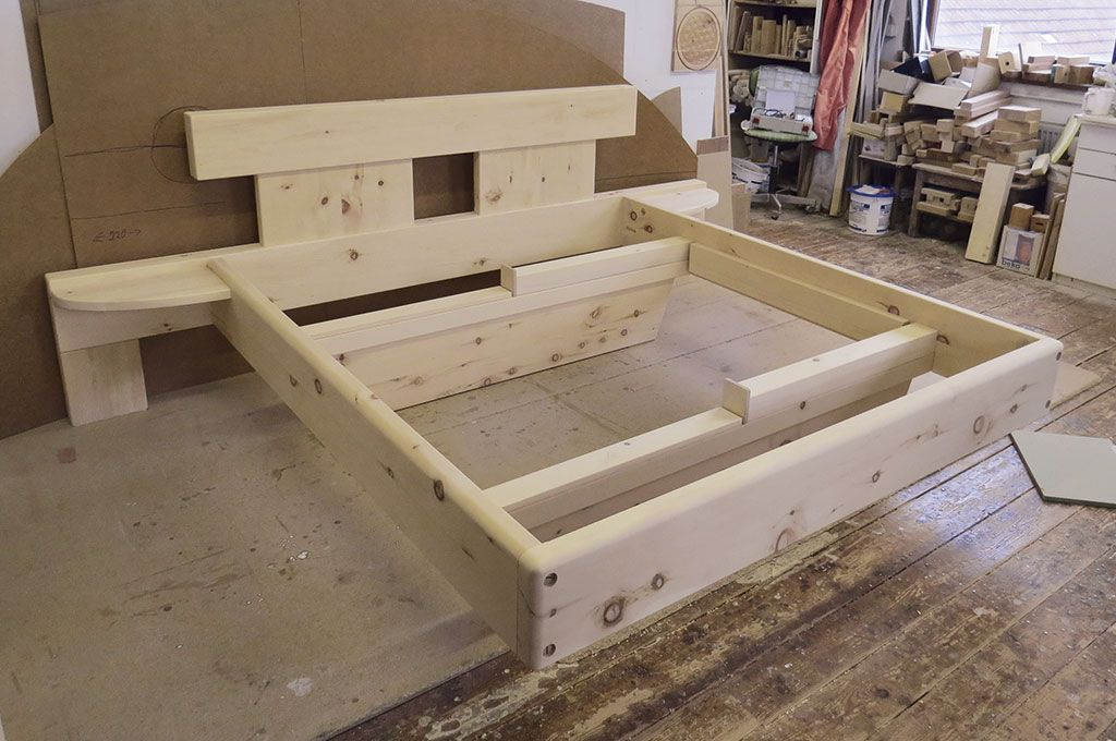 handgefertigtes Massivholz Bett, Unikate aus Zirbenholz ...