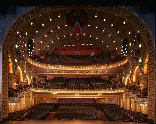 Psy Not A Bad Seat In The Majestic House Design New England S Izobrazheniyami Teatr