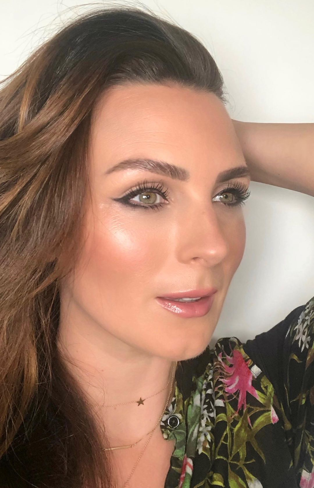 Black liner look Healthy mix foundation, Face brush