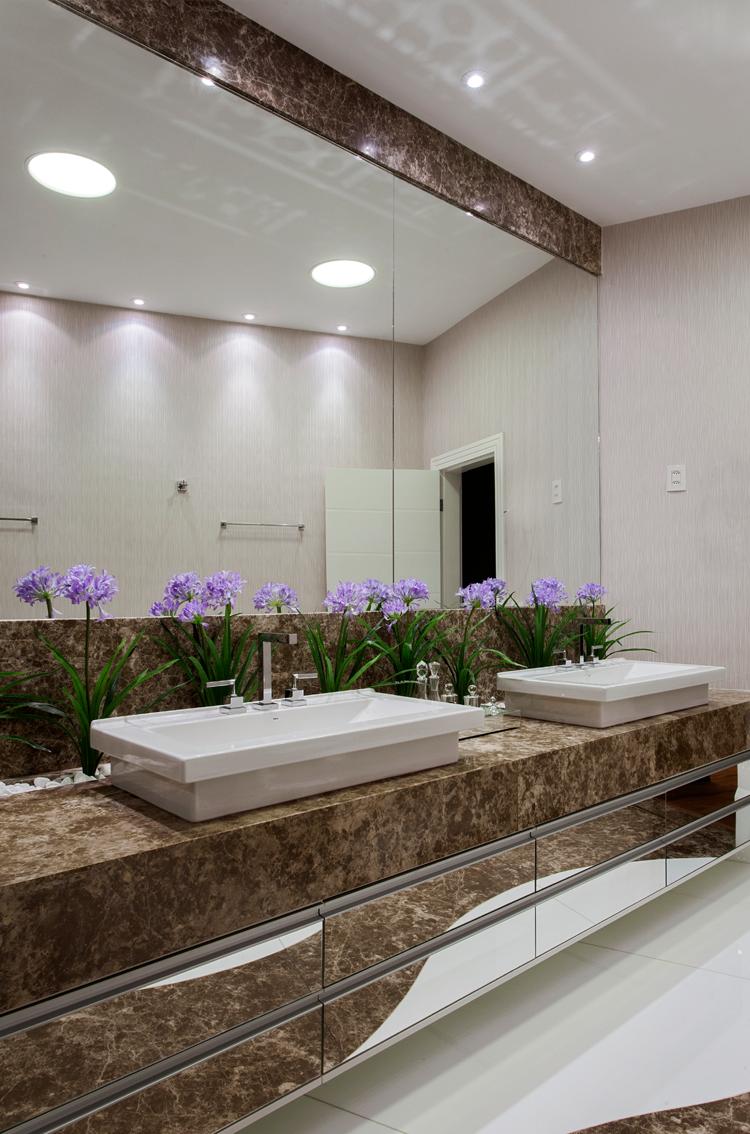 Jardim de inverno com plantas artificiais em banheiros e lavabos  veja model -> Banheiro Com Banheira E Jardim De Inverno