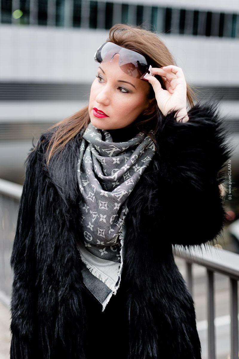 Fashion Blog Frankfurt - Kunstfell-Jacke schwarz mit Wolford Satin de Luxe  Strumpfhose und Christian