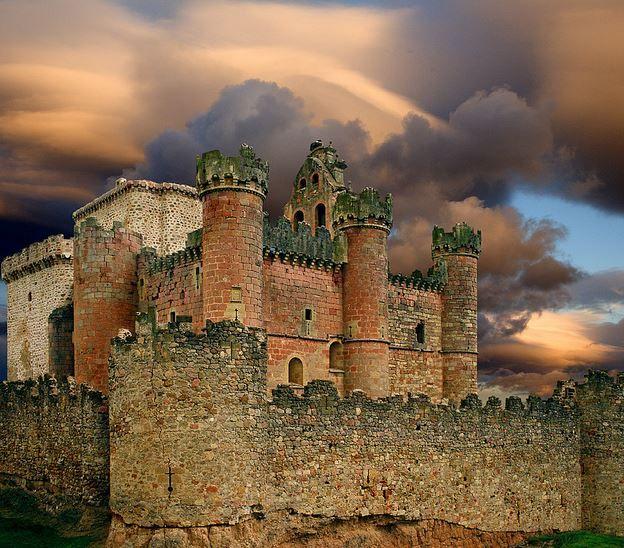 Place: Castillo de Turégano, Segovia / Castilla y Léon, Spain. Photo by: Manuel Zaldivar (flickr.com)