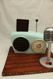 Retro radio cake by Andreas Sweet Cakes