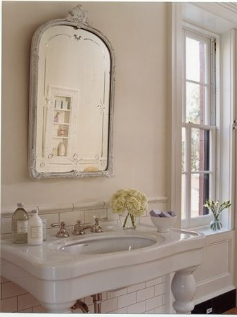 pretty sink and mirror