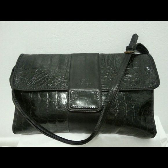 shopmycloset  poshmark  fashion  shopping  style  forsale  CW MARIANELLI   Handbags. Find this Pin and ... 59991bde1e