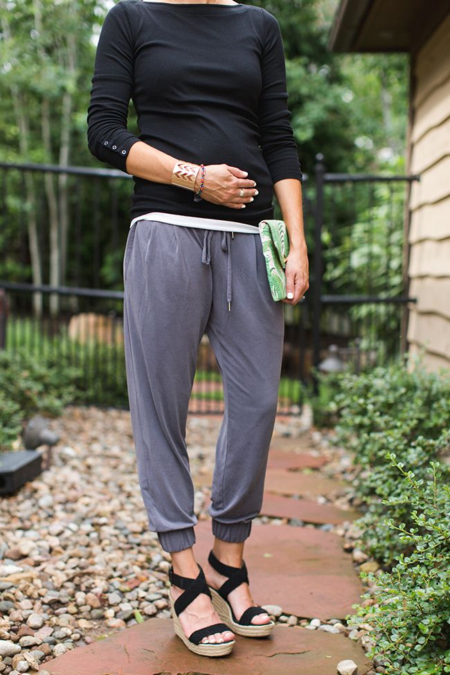 55262e492b0 How to Style Jogger Pants for Date Night