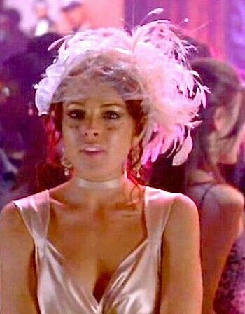 Lindsey Lohan wears a beautiful head piece in the movie, Just My Luck...
