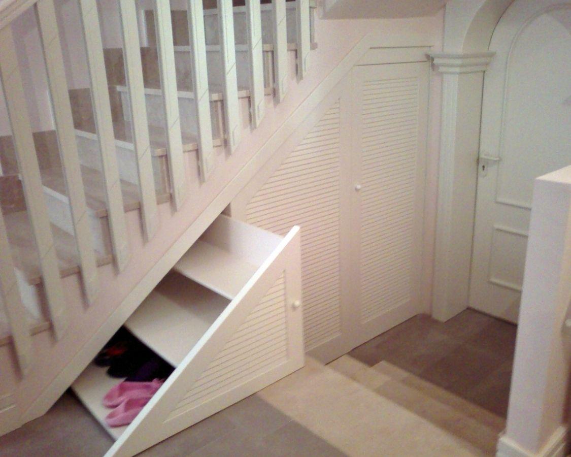 Escaleras con armario buscar con google mountain house for Mueble bajo escalera