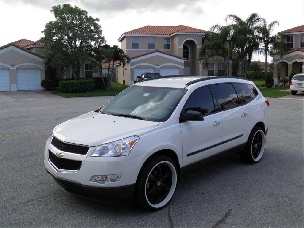Had The Pleasure Of Driving One Of These And If I Could I Would Love To Own One Chevrolet Traverse 2014 Chevy Chevy Impala